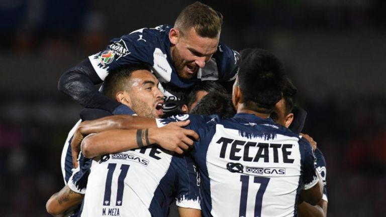 Jugadores de Rayados festejando un gol a favor