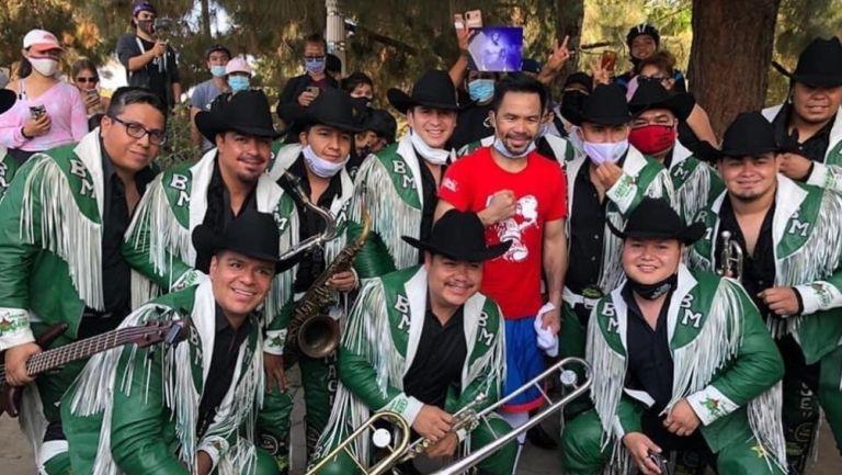 Manny Pacquiao en compañía de La Original Banda Maguey