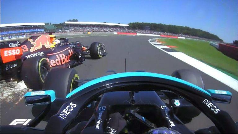 Momento del choque entre Hamilton y Verstappen