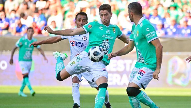 Santiago Ormeño en su debut con León