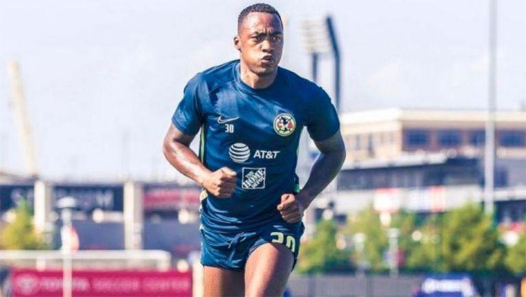 Renato Ibarra en un entrenamiento con América