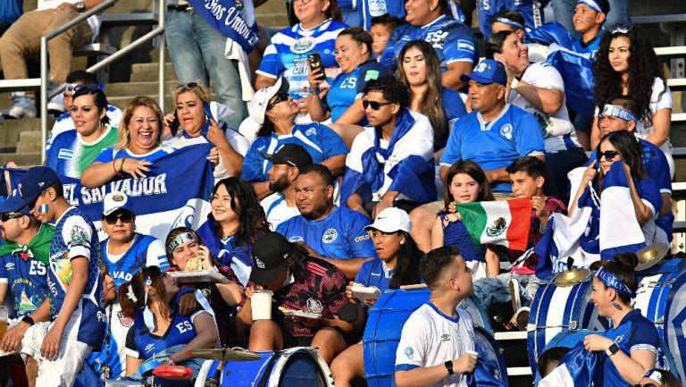 Afición de El Salvador en el Cotton Bowl
