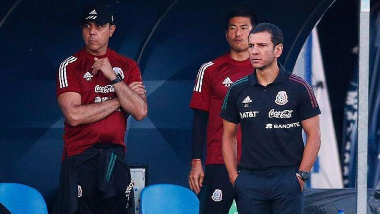 Jaime Lozano observa un duelo del Tri Olímpico