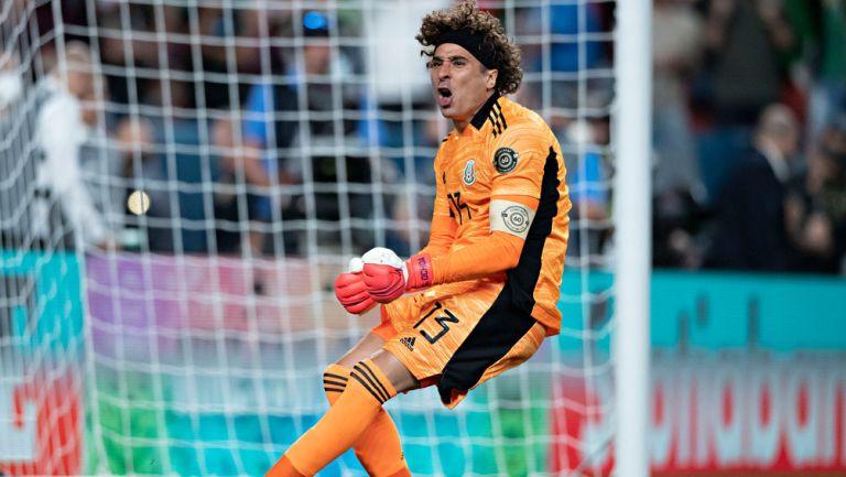 Ochoa, en festejo de gol