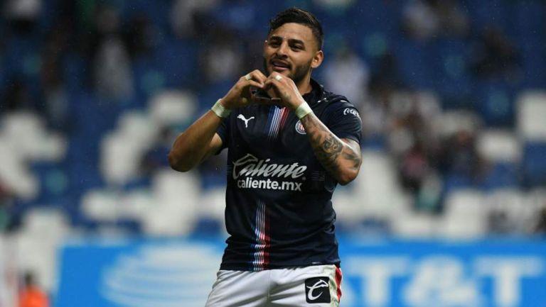 Alexis Vega en festejo de gol