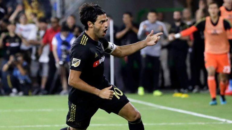 Carlos Vela en celebración