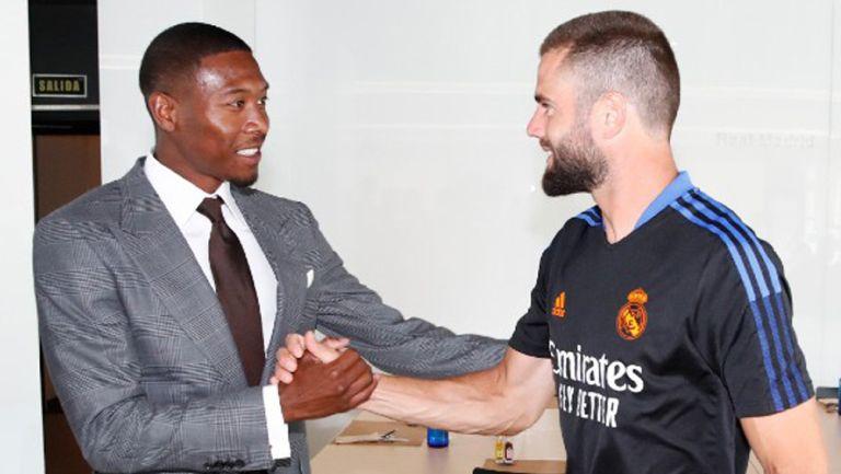 Jugadores del Real Madrid le dan la bienvenida a David Alaba