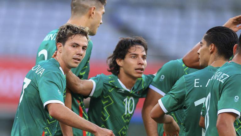 Diego Lainez y el Tri, en festejo de gol
