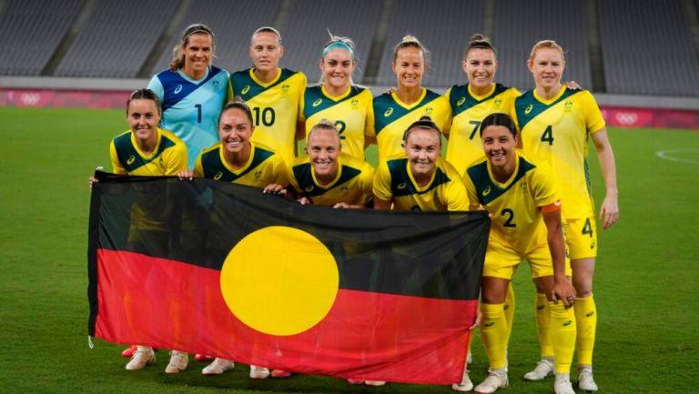 Equipo de Australia con bandera indígena