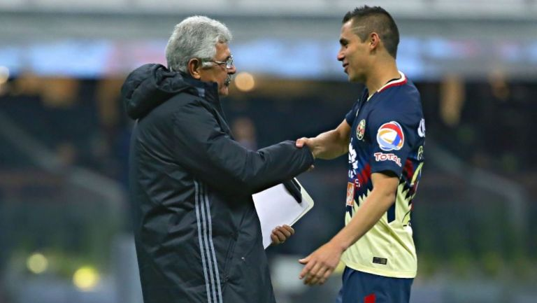 Paul Aguilar y Ferretti previo a un partido entre Tigres y América