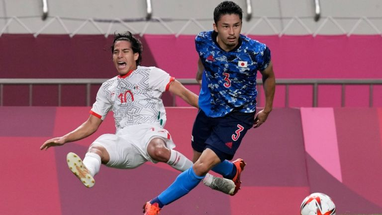 Diego Lainez contra Yuta Nakayama en Tokio 2020