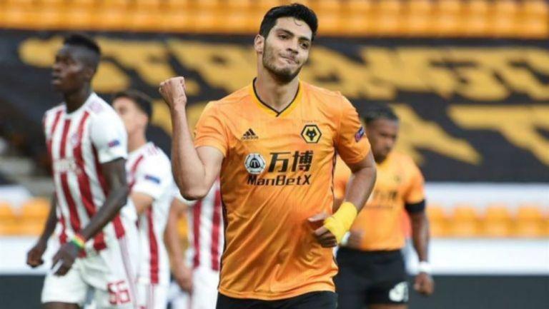 Raúl Jiménez en un partido del Wolverhampton