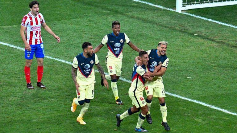 América celebra gol en Clásico Nacional
