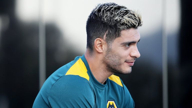 Raúl Jiménez durante un entrenamiento con Wolves