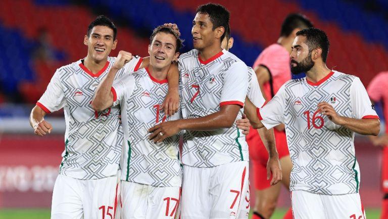 Jugadores del Tri Olímpico celebran un gol vs Corea