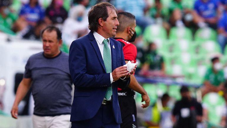 Guillermo Almada en el partido contra Cruz Azul