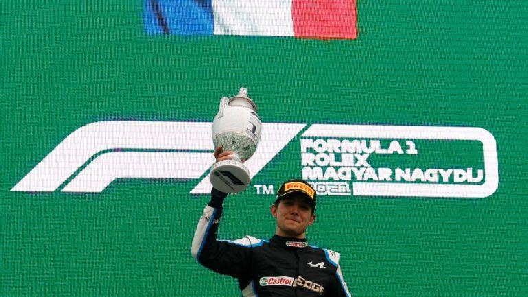 Esteban Ocon alza su trofeo en el GP de Hungría