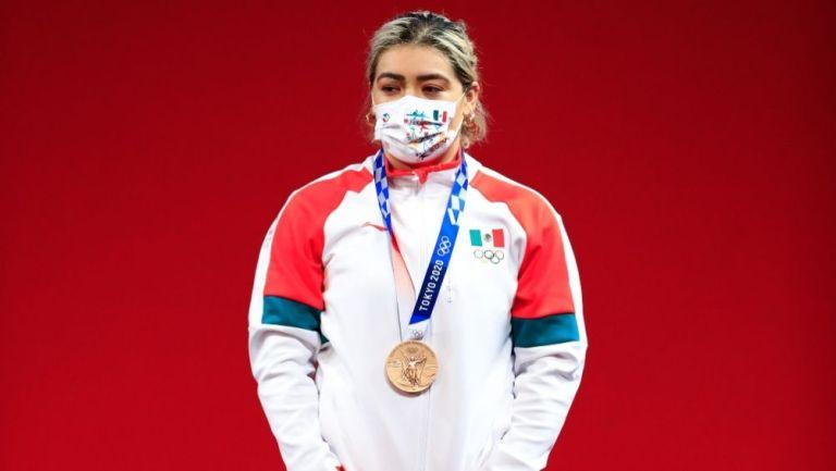 Aremi Fuentes con la medalla de bronce en los Juegos Olímpicos de Tokio 2020