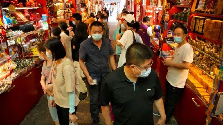Habitantes de China transitando