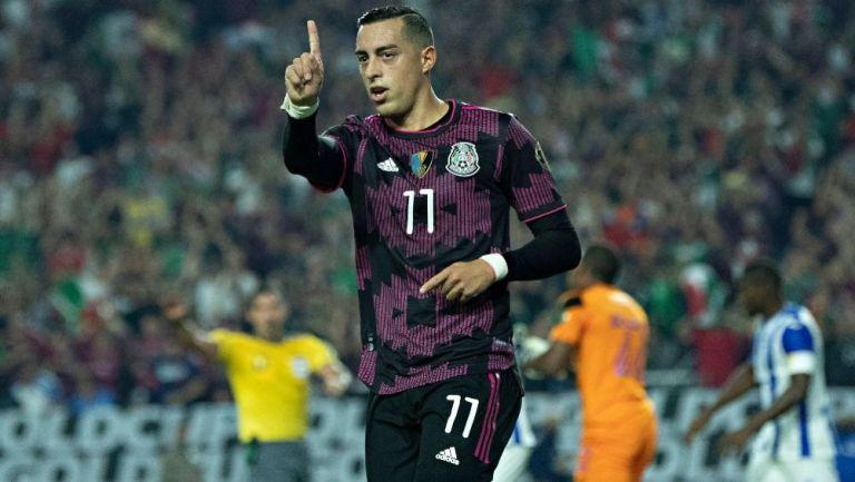 Rogelio Funes Mori en un partido de la Selección Mexicana