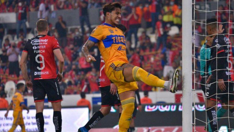 Carlos Salcedo en lamento con Tigres