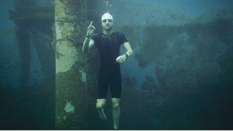Joaquín Pereda posa en el agua