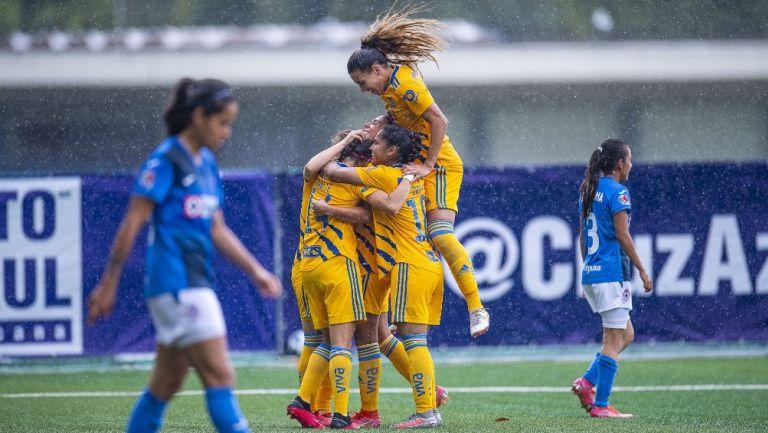 Tigres celebra frente al Cruz Azul en el Apertura 2021