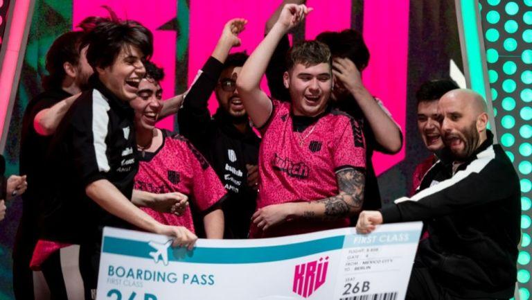 KRÜ Esports festejando el título de la Fase 3 del Valorant Challengers
