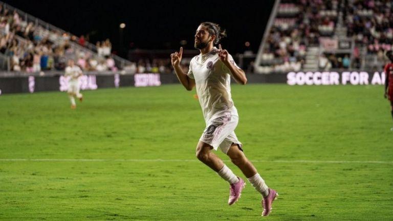 Pizarro marcó un doblete