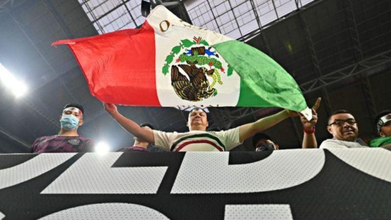 Afición mexicana en el Estadio de la Universidad de Phoenix