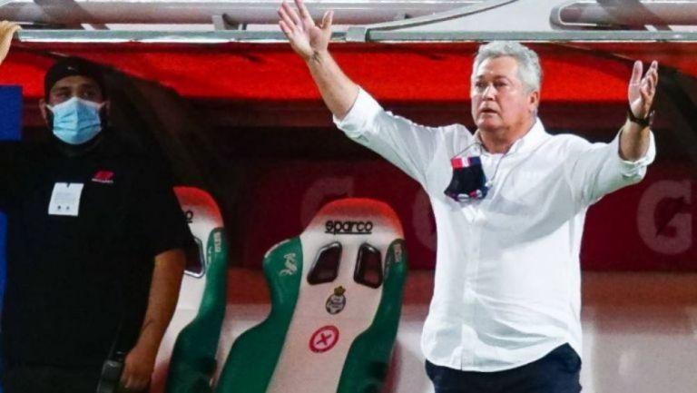 Vucetich durante el partido contra Santos