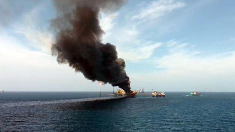 Pemex: Cinco muertos dejó incendio en una plataforma petrolera en Campeche
