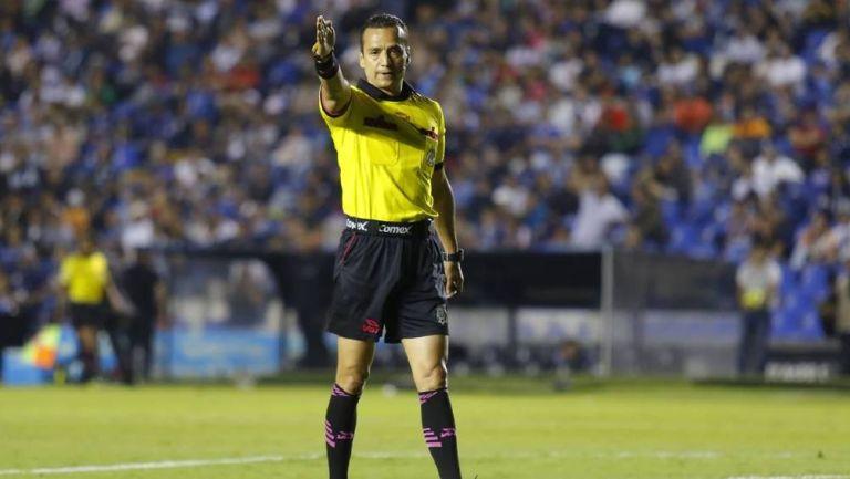 Miguel Ángel Flores durante un partido