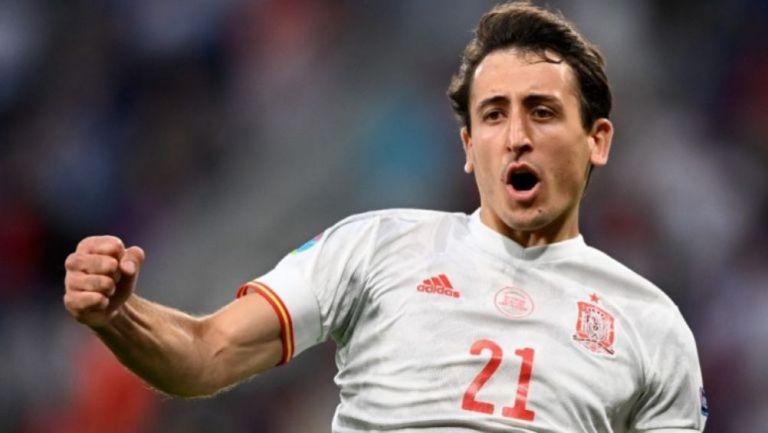 Mikel Oyarzabal celebra su penal con la selección española en la Eurocopa 2020