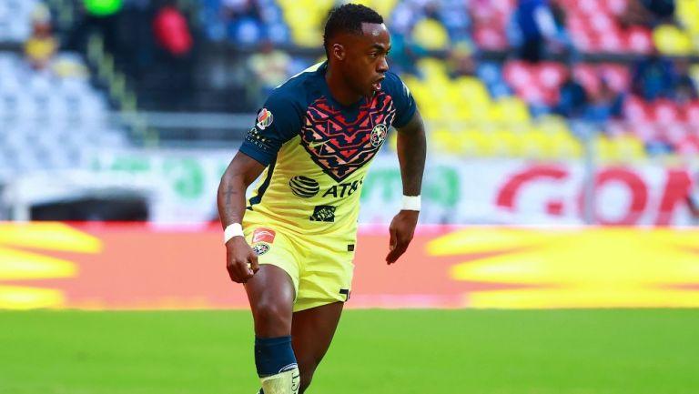 Renato Ibarra, en un juego con América