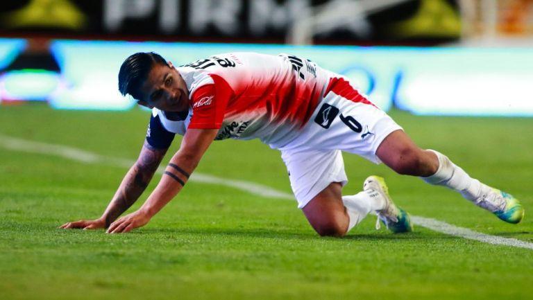 Dieter Villalpando en acción con Chivas