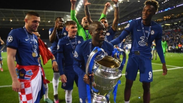 N'Golo Kante en festejo con Chelsea
