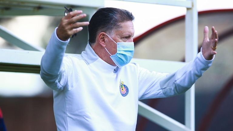 Ricardo Peláez en una práctica de Chivas