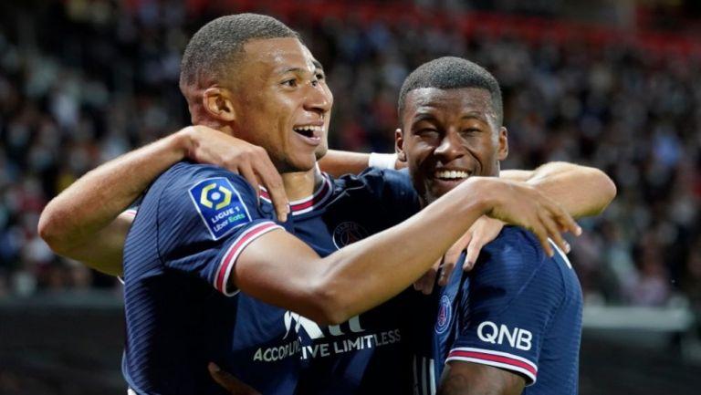 Mbappé festejando un gol a favor del PSG