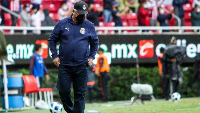 Chivas: Con todo y el triunfo la afición pidió la salida de Vucetich