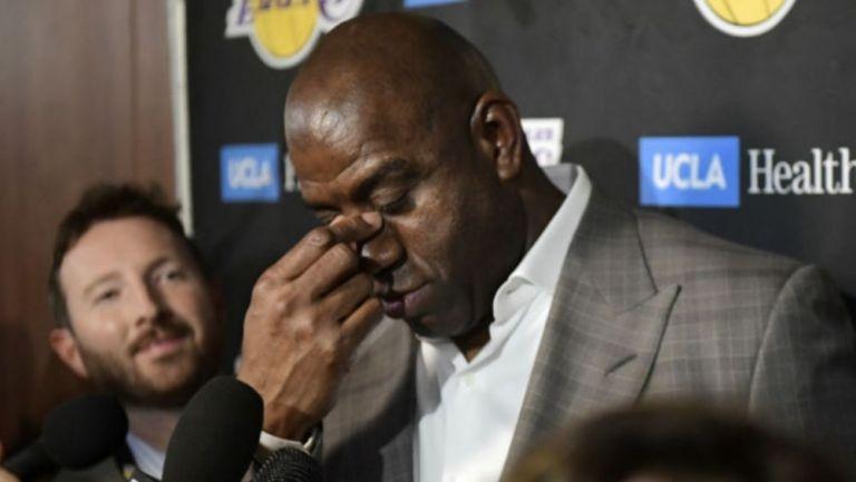 Magic Johnson atendiendo a la prensa