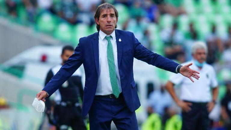 Video: Diego Valdés y Guillermo Almada se encararon en la banca
