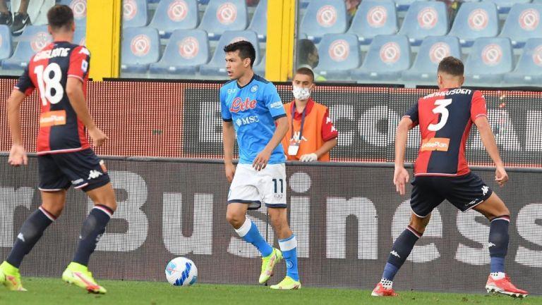 Chucky Lozano en acción con el Napoli frente al Genoa