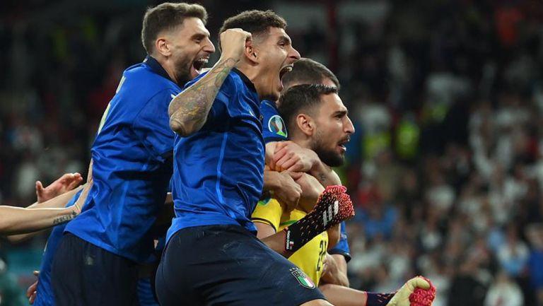 Los jugadores italianos celebran el triunfo en la Final de Euro 2020