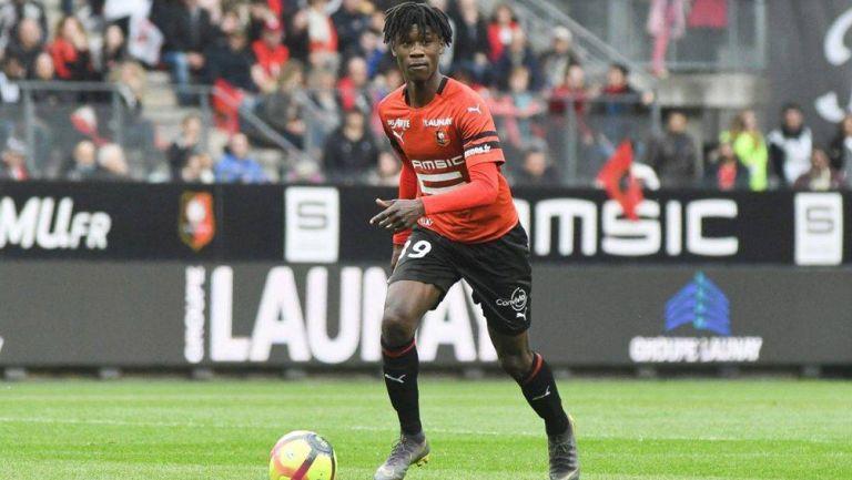 Eduardo Camavinga durante un duelo con el Rennes