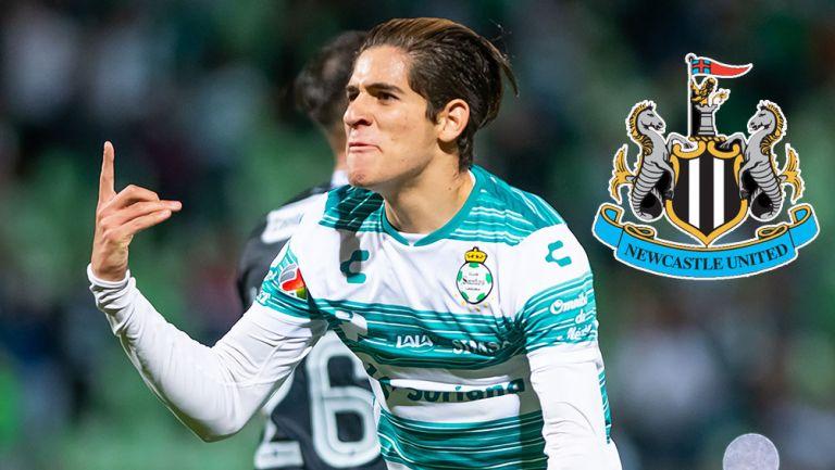 Santiago Muñoz festeja un gol con Santos Laguna