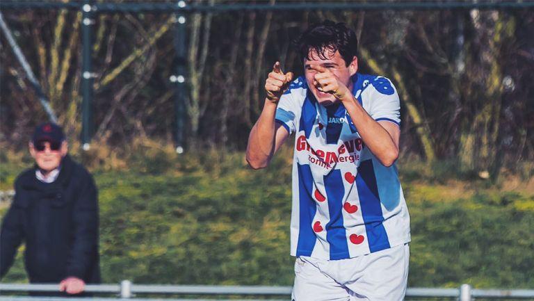 Teun Wilke  festeja un gol con el Heerenveen