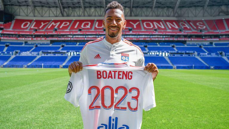 Jerome Boateng posa con la camiseta del Olympique de Lyon