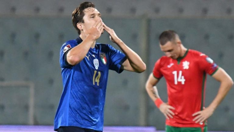 Federico Chiesa en festejo de gol