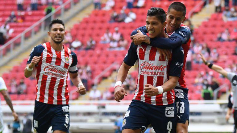 Molina, Zaldívar y Cisneros festejan un gol en el Akron
